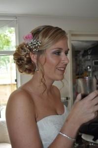 bruidskapsel met roos